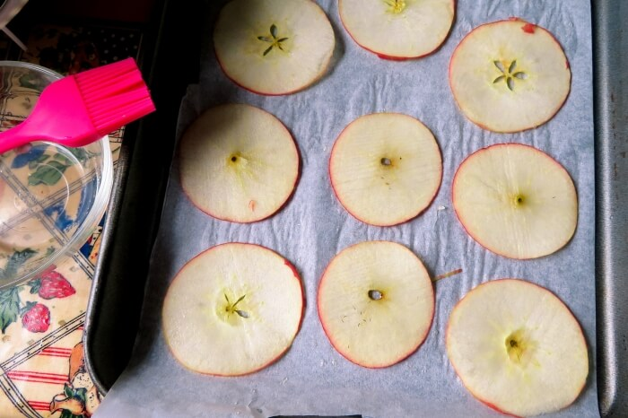 making apple crisps